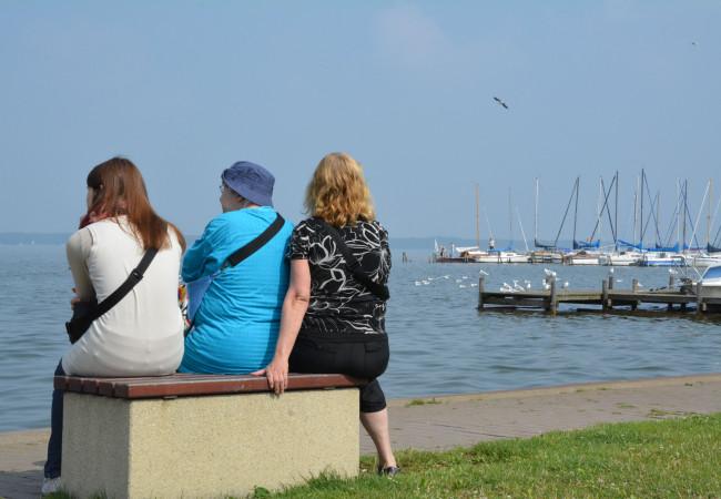 Zwei Schwestern im Urlaub