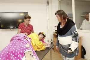 Oh Schreck! Das Schlafmonster (Jana Straton) besetzt das Gästebett!