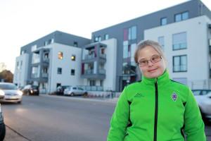 Charlotte Beckmann genießt ihr möglichst selbstständiges Leben im Babenquartier in Bielefeld-Schildesche. Foto: Schulz