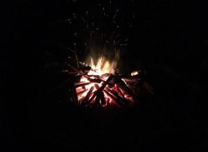Stimmungsvoll loderte das Osterfeuer nach Einbruch der Dunkelheit.