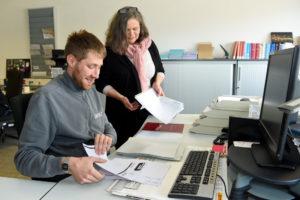 Ingrid Milse und Christian Wulfmeyer im Büro